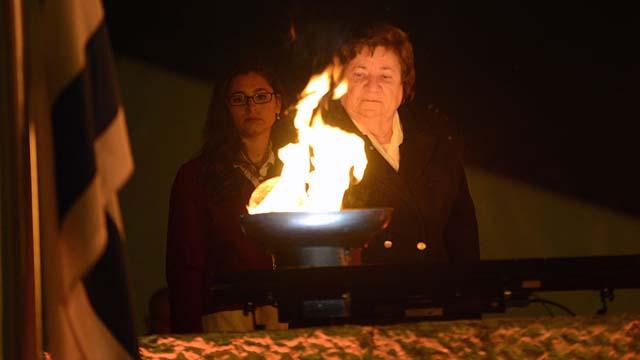 Last year's ceremony with Shela Altarez lighting one of the six torches (credit: Yad Vashem)