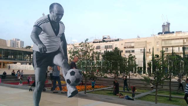 German Jewish soccer players on Habima Sq. (Credit JB)