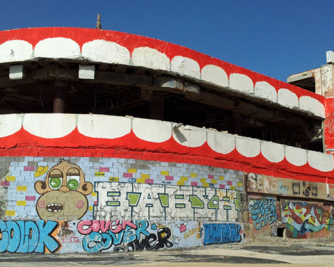 Dede's Graffiti at at Tel Aviv's Dolphinarium (Credit: Courtesy, Dede Bandaid)