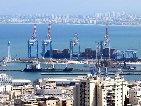 Haifa as hub for cargo (Credit: Moshe Milner, GPO)