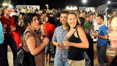 Socialising at the Jerusalem Wine Festival (Credit: Mark Neyman, GPO)